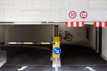 parkhaus-einfahrt-la